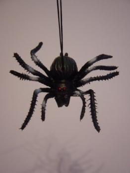 Spinnenschreck - gruselige Spinne zum Aufhängen - 1